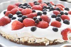 Bastogne kage med marengs, flødeskum & bær   nogetiovnen.dk Cheesecake, Desserts, Food, Tailgate Desserts, Deserts, Cheesecakes, Essen, Postres, Meals
