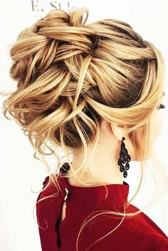 We have compiled a photo gallery of sensational medium length hair styles for you to try. So, get inspired to create your own.