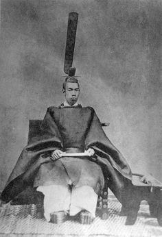 Emperor Meiji of Japan before his adoption of Western dress, wearing the traditional court robes that all emperors wore since the Heian Period Japanese History, Asian History, African American History, Japanese Culture, Era Meiji, Heian Era, Heian Period, History Facts, Art History