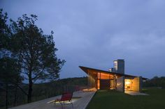 """#Architecture: Valley #Residence In Rural Canada Topping A Narrow Ridge: """"this exemplary residence was created by Bobolink Wineskin Jackson...with both social as well as solitary space, the house invites sunlight in, but safeguards the inside from sun burn  with the aid of large overhangs across its single sloped roof..."""""""