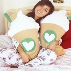 JuneBeautique: DIY Room Decor - Starbucks Frappuccino Inspired Pillow [No Sew]