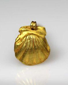 A Roman Shell Pendant, ca 1st century AD