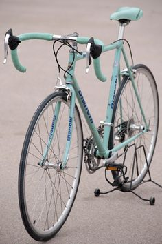 Bianchi vintage road bicycle Foto Eva Ruiz - Road Bike - Ideas of Road Bike Retro Bicycle, Old Bicycle, Bicycle Race, Bike Rides, Classic Road Bike, Classic Bikes, Velo Vintage, Vintage Bicycles, Velo Biking
