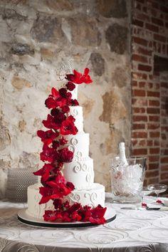 Beautiful red flower wedding cake. Photographer: Photo Love