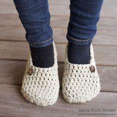 Et par hurtige futter – Mønsterbryder Felt Shoes, Sock Shoes, Baby Shoes, Diy Embroidery Thread, Free Crochet, Knit Crochet, Knitting Patterns, Crochet Patterns, Slipper Boots