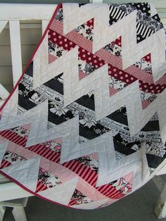 zig zag quilt  ~  so cute!  Super easy too  - strip sets cut up into triangles!
