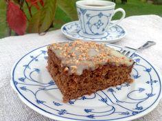 Ein Traum von einem Nusskuchen. Ein Kuchen mit gemahlenen Haselnüssen, dunkler und weißer Schokolade und Haselnusskrokant. Ein Kuchen zum Dahinschmelzen.