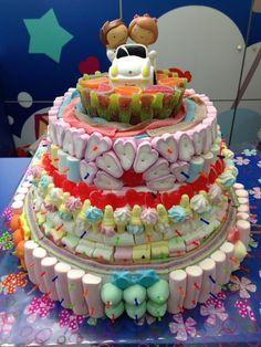 Tarta de boda realizada por Dulce Diseño Castellón. Con ella, no tenemos ninguna duda que los novios tendrán una dulce celebración.