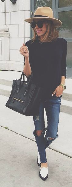 Moda Chic Spring Fashion for Mom LIfe; jeans; black; casual