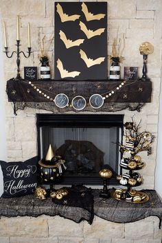 50 of the best Halloween Home Decor Ideas! Halloween Ideas and Fall Home Decor Ideas. Spooky and neutral halloween home decor ideas. Spooky Halloween, Halloween Chique, Halloween Elegante, Porche Halloween, Modern Halloween Decor, Table Halloween, Halloween Living Room, Halloween Fireplace, Classy Halloween