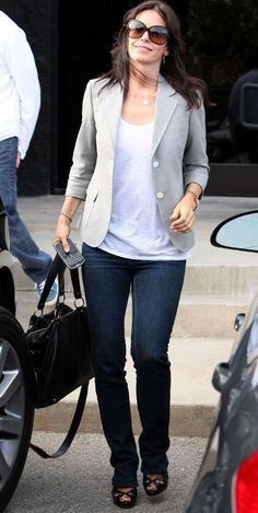Who made Courtney Cox's white shirt and skinny jeans? Jeans – J Brand  Shirt – Nation Ltd.