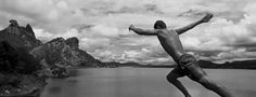 """Uma seleção de 50 imagens fotográficas ampliadas, resultado do empreitada de Koynov, pode ser vista pelo público na exposição """"Terra e Mar"""", em cartaz na Caixa Cultural Sé, de 10 de março a 6 de maio, com entrada Catraca Livre."""