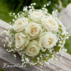 """nostalgischer Brautstrauß, rundgebunden mit der Creme Rose """"Avalanche"""" und den duftigen Maiglöckchen www.blumenwerkstatt.biz"""
