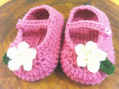 Handmade crochet baby's shoes w/ flower by TheGreenHouse222 on Etsy