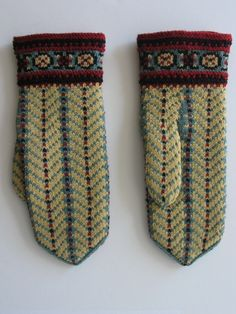 Estonian museums web portal - Mittens Cable Knitting, Knitting Charts, Hand Knitting, Knitting Patterns, Crochet Patterns, Fingerless Mittens, Knit Mittens, Knitted Gloves, Knit Or Crochet
