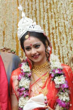 Pin by zarah clothing on zarah bridal dresses Wedding Looks, Wedding Pics, Bridal Looks, Wedding Trends, Wedding Bride, Bengali Wedding, Bengali Bride, Indian Bridal Fashion, Indian Bridal Wear