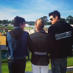 Our #peaceloveworld equestrian team in England! #repost @bestfriendshowroom #equestrian #photooftday