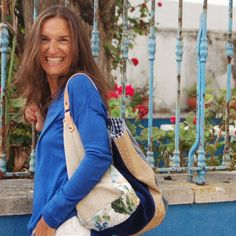Saco grande – Poejo Mini Handbags, Leather Handbags, Fabric Tote Bags, Large Bucket, Art N Craft, Simple Bags, Denim Bag, Market Bag, Way Of Life