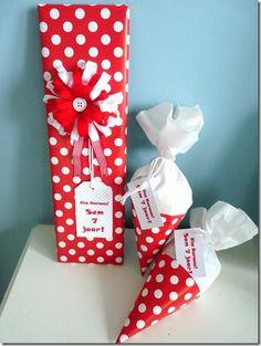 Inpakken:rood mt witte stippen.