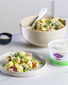 Abbiamo rivisitato la classica insalata di patate.. Ingredienti gustosi uniti dalla salsa allo yogurt FAGE Total: un'alternativa leggera alla maionese. Perfetta per la stagione primaverile. Provala! Potato Salad, Potatoes, Pasta, Diet, Cooking, Ethnic Recipes, Food, Kitchen, Potato