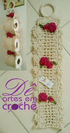 Porta Papel Higiênico em Crochê, feito em Barbante nº 6 e com aplicação de rosas, by Dê Artes em Crochê. Crochet Diy, Crochet Coat, Crochet Home Decor, Easy Crochet Patterns, Filet Crochet, Crochet Shawl, Crochet Stitches, Bathroom Crafts, Crochet For Beginners