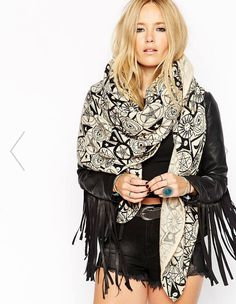 Printed pattern, leather, tassels