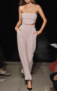 Spring Outfit Ideas for Women Brandon Maxwell Spring 2016 Ready-to-Wear Collection Photos - Vogue -- At some point, T Swift has got to step out in this. Fashion Week, Runway Fashion, High Fashion, Fashion Show, Fashion Design, Kate Grigorieva, Cropped Wide Leg Trousers, Brandon Maxwell, Spring Summer Fashion