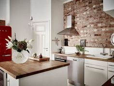 exposed bricks in the kitchen (via Stadshem) | my ideal home... | Bloglovin'