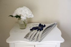 DYI - Ikea hanger make over - Personalized hanger for bridesmaids, sisters and mothers - Navy & Silver - Fotos - http://tinaliv.com/