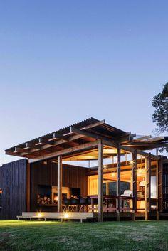 envibe:• Castle Rock House •Designe... http://gentlemen-always-know.tumblr.com/post/119217368428/envibe-o-castle-rock-house-o-designed-by-herbst by http://j.mp/Tumbletail