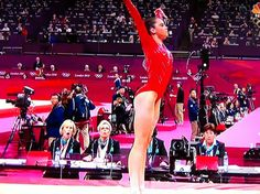 Twitter / ImTheSportsDude: Check out the judge's response to the left after McKayla Maroney's incredible vault!