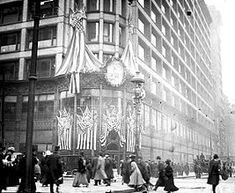 Carson, Pirie, Scott and Company Building - Decorations to celebrate Abraham Lincoln's 100th Birthday in 1909.