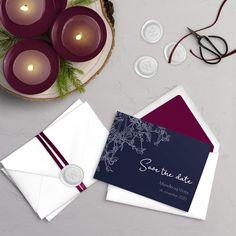Mistletoe er invitationen til det stilfulde vinterbryllup i klassisk navy blå. Sæt allerede stilen for jeres bryllup med save the day kortet.⠀ ⠀⠀ #weddinginspo #weddingideas #bryllup #bröllop #bryllup2020 #bryllupstips #bryllupsinspo #bryllupsinspiration #invitationer #bryllupsindbydelse #bryllupsindbydelser #indbydelser #bryllupsinvitation #bryllupsinvitationer #bryllupsinvitasjon #bröllopsinbjudan #bryllupsplanlægning #bröllupstips #bröllopsinspo #mywoodhazel #winterwedding #vinterbryllup