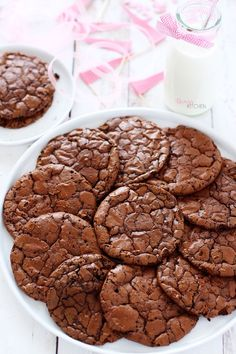 both brownie and cookies met the same flavor together. The outer layer is bright and cracked; soft inside and network . Sweet Cookies, Yummy Cookies, Brownie Cookies, Dog Food Recipes, Cookie Recipes, Dessert Recipes, Starbucks Recipes, Yummy Food, Tasty