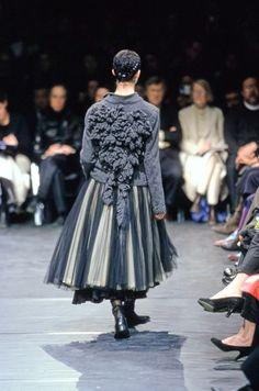 Comme des Garçons Fall 2000 Ready-to-Wear Fashion Show Details