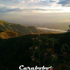 """CARABOBO ESTRELLA se complace en presentar su FOTO ESTRELLA ESPECIAL ¤~~~~~~~~~~~~~~~~~~~~~~~~~~~~¤ @venezuelaalnatural  Quien nos ofrece una hermosa foto. """"Vista al amanecer del Dique de Guataparo, desde el Cerro El Casupo"""" Valencia, Edo. Carabobo.  Vie, 04/11/2016 ¤~~~~~~~~~~~~~~~~~~~~~~~~~~¤ Felicitaciones por tan hermosa fotografía y por compartirla con nosotros. Invita a tus amigos a seguir @Carabobo_Estrella  Los invitamos a visitar su galería. ¤~~~~~~~~~~~~~~~~~~~~~~~~~~¤ Usa el tag…"""