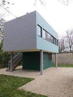 garden housse / Le Corbusier - (1887-1965) maison de gardien et la sente qui mène à la Villa Savoye (1928-31) à Poissy, Yvelines - France.