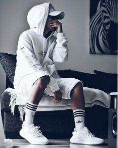 Order New Adidas Yeezy Boost 350 Triple White / Cream shoes Fashion Mode, Urban Fashion, Mens Fashion, Fashion Trends, Style Fashion, Fashion Ideas, Tomboy Outfits, Mode Outfits, Men Street