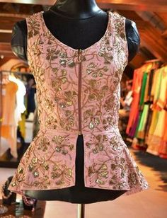 Peplum Jacket, will be nice to wear when you need to hide ur big belly Stylish Blouse Design, Fancy Blouse Designs, Sari Blouse Designs, Blouse Styles, Ok Design, Choli Designs, Indian Blouse, Indian Designer Wear, Indian Fashion