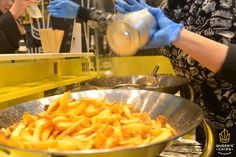 Are you ready for the WEEKEND??? #queenschips #lepiùbuonedelreame #bellefresche #chips #hollandpotatoes #yellow #hot #weekend #fresh #happy #friday #picoftheday #topquality