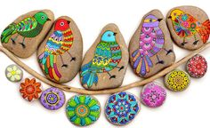 Hand Painted Stone Bird by ISassiDellAdriatico on Etsy Painted Rocks, Hand Painted, Stone Art, Stone Painting, Rock Art, Arts And Crafts, Adriatic Sea, Birds, Etsy