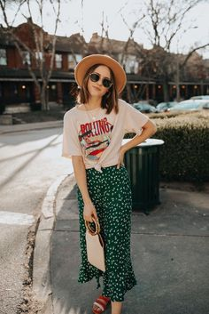 7 Spring Looks You Need From Lulus It's that time of year where we're all shopping to get new spring and summer clothes. And today, we are sharing a few spring looks you need from Lulus. Modest Dresses, Modest Outfits, Modest Fashion, Cute Outfits, Fashion Outfits, Fashion Tips, Womens Fashion, Fashion Fashion, Long Skirt Outfits