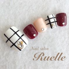 Beautiful Toe Nail Design and Color Combo
