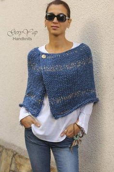 This hot poncho is knitted by me from thick wool yarn in blue denim color. - Stricken , Dieser heiße Poncho wird von mir aus dickem Wollgarn in blauer Denimfarbe gestrickt. This hot poncho is knitted by me from thick wool yarn in blue den. Poncho Pullover, Poncho Sweater, Baby Cardigan, Knitted Poncho, Crochet Shawl, Knit Crochet, Knit Shrug, Capelet, Shrug Knitting Pattern