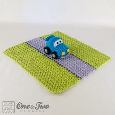 Racing Car Security Blanket pattern by Carolina Guzman. I love that the blanket has a road for the car (not the typical, unrelated square of fabric) Crochet Car, Crochet Lovey, Manta Crochet, Cute Crochet, Crochet For Kids, Baby Blanket Crochet, Crochet Toys, Crochet Frog, Crochet Security Blanket