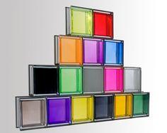 Los ladrillos de cristal , son bloques de vidrio que se utilizan para la decoración tanto de interiores como de exteriores. Hacen el efect...