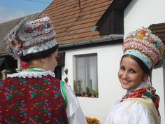 Folk Costume, Costumes, Hungarian Embroidery, Folk Dance, Hungary, Embroidery Patterns, Winter Hats, Culture, Traditional
