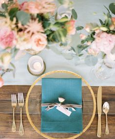 thin gold band chargers | Lauren Kinsey  Like the turquoise and peach
