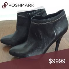"""Gorgeous Steve Madden black zip booties Great quality, real leather black booties by Steve Madden! These are so perfect for fall, and are easy to dress up or down. Zip up side and cool, edgy zipper border around the top. Heel is 4"""" These are used, but are on absolutely excellent condition - only worn a couple of times. Steve Madden Shoes Ankle Boots & Booties"""