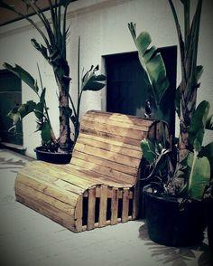 Panchina pallet Pallet Boxes, Pallet Crates, Wood Pallets, Pallet Ideas, Wood Pallet Furniture, Diy Furniture, Pallet Chair, Palette Projects, Pallet Building